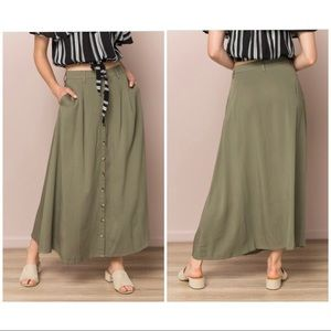 STYLISH Button up pocket maxi skirt in olive green